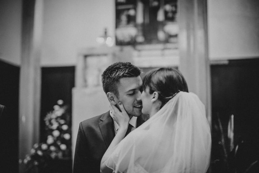 poljubac i slikanje vjenčanja