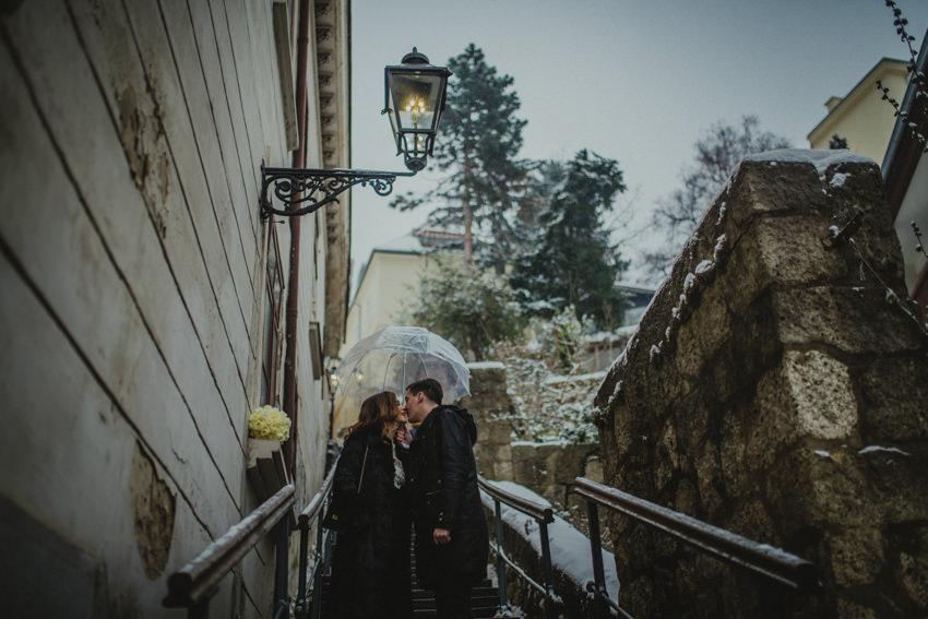 poljubac na ledenoj kiši