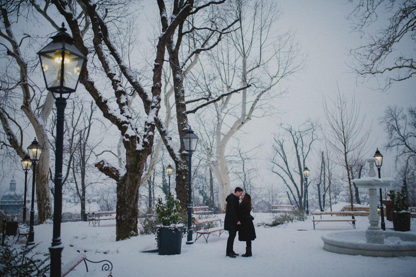 mladenci na snijegu