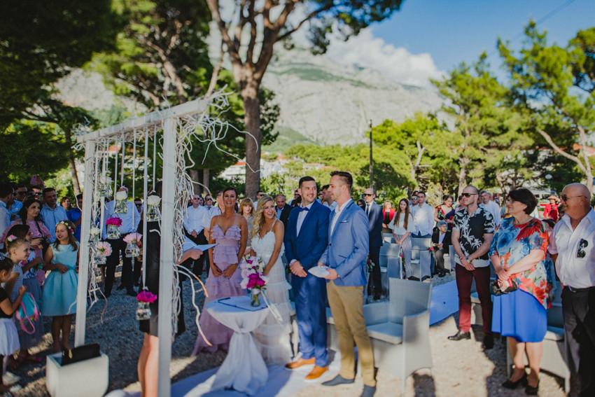 ceremonija na plaži Makarska