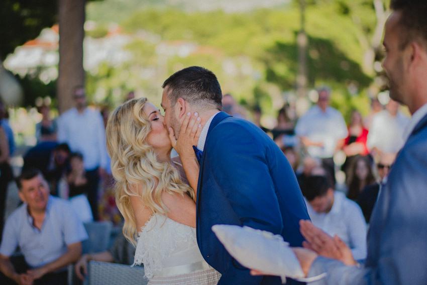 prvi poljubac fotograf vjenčanja Makarska
